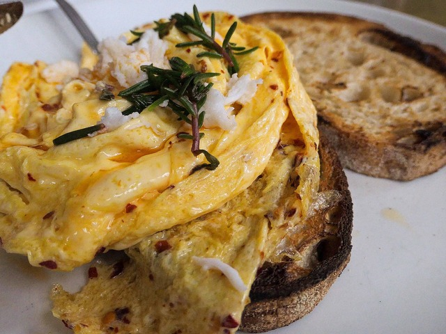 Chilli scrambled eggs with mooloolaba crab 8_edit