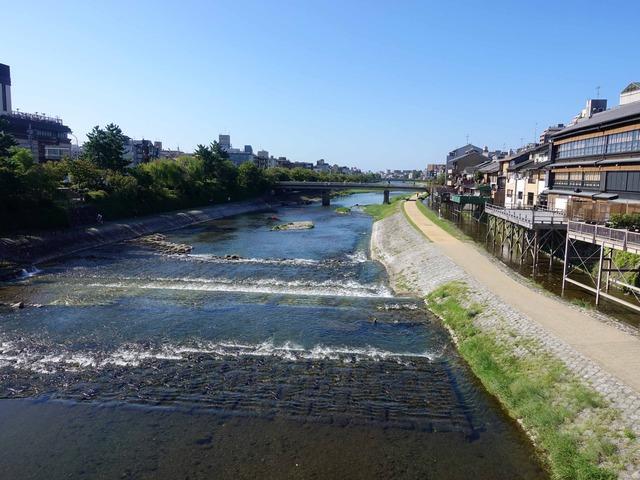 四条大橋から鴨川を望む 2_edit
