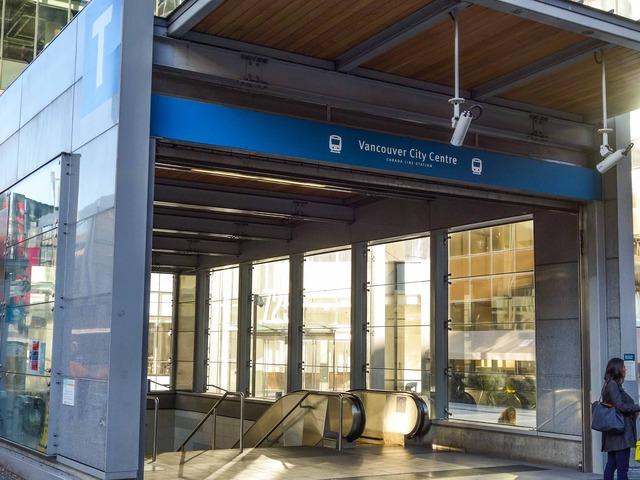 Vancouver City Centre 駅 7_edit