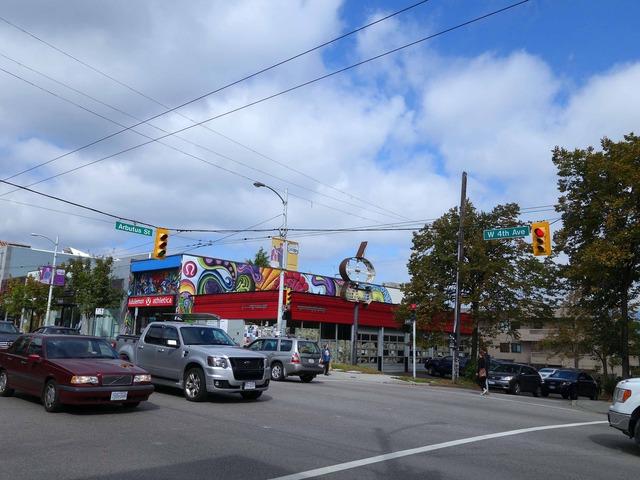 W 4th Ave と Abutus St の交差点 1_edit