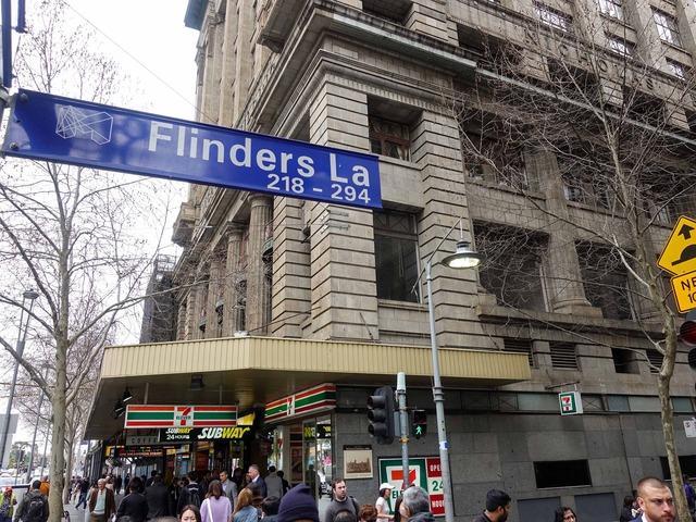 Flinders La と Swanston St の交差点 1_edit