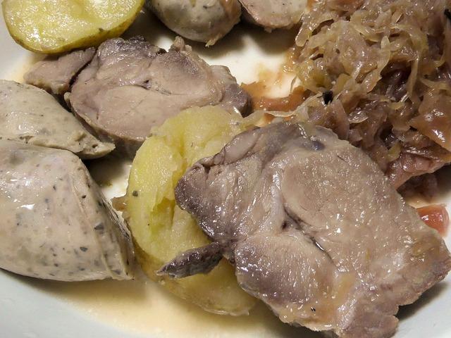 豚肉コンフィと自家製ソーセージのシュークルート 4_edit