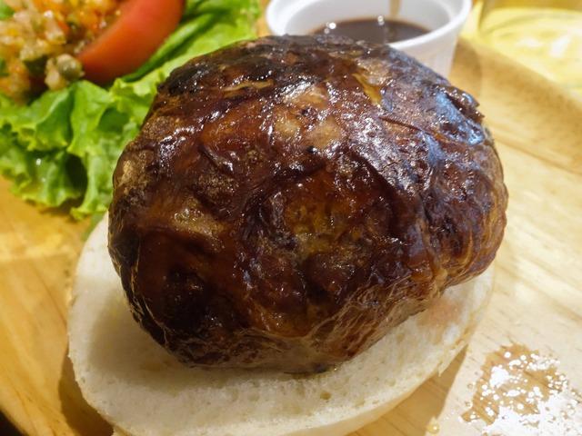 牛肉とフォアグラのカイエットバーガー 8_edit