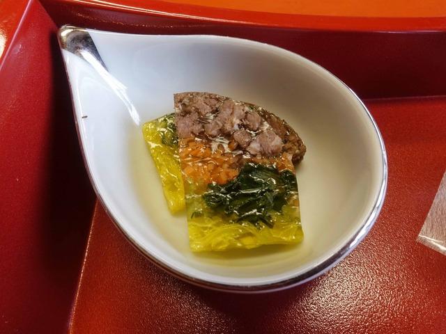 牛肉,人参,三つ葉,食用菊のゼリー寄せ 1_edit