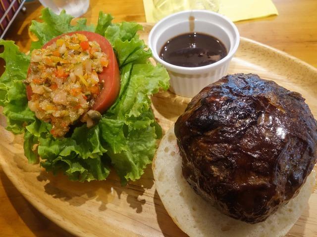 牛肉とフォアグラのカイエットバーガー 1_edit