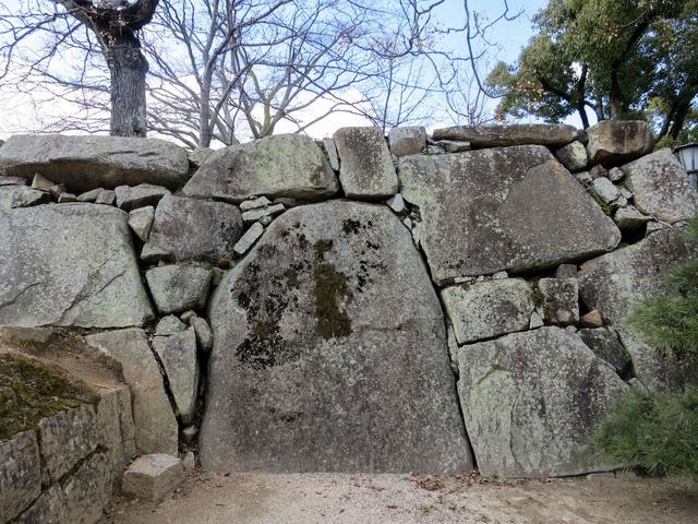石垣の巨石_edit