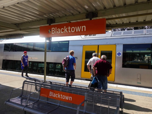 Blacktown 駅 1_edit