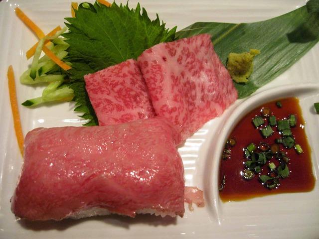 牛刺と牛肉あぶり寿司_edit