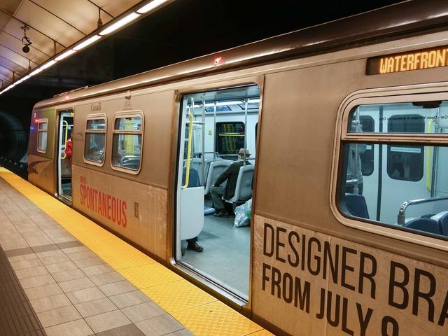 Vancouver City Centre 駅 1_edit