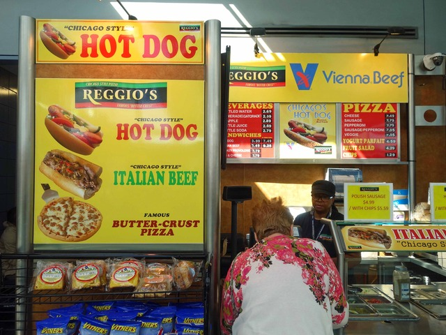 Reggio's Chicago Style Hot Dogs 1_ターミナル 1 Cゲート_edit