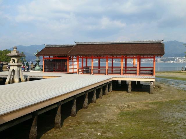 右楽房(右)と右門客神社(左) 1_edit