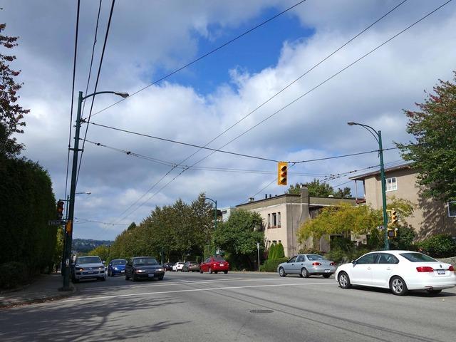 W 4th Ave と Balsam St の交差点 1_edit