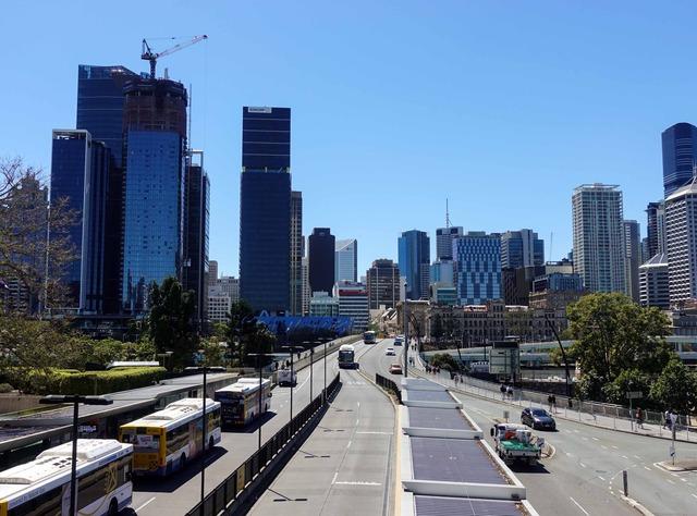 渡り廊下から Melbourne St を望む_edit
