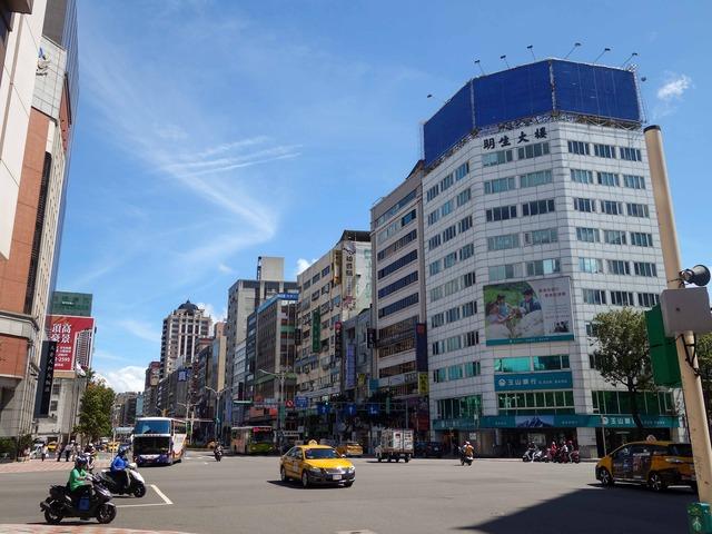 南京西路と中山北路二段の交差点 1_edit