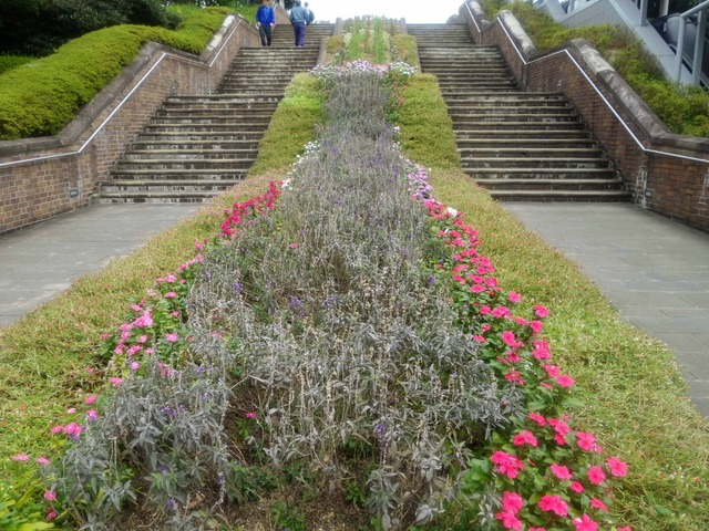 平和公園の階段 1_edit