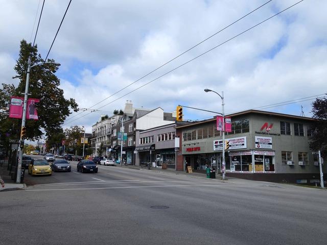W 4th Ave と Maple St の交差点 1_edit