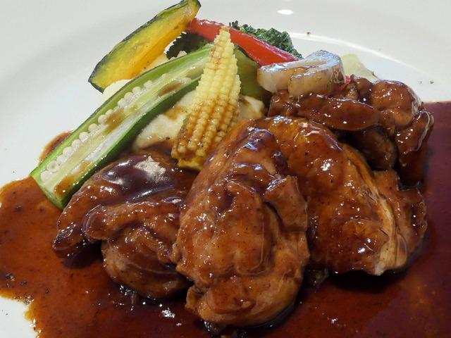 国産鶏もも肉の軽い赤ワイン煮込み 2_edit