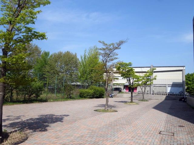 西校舎脇から第一体育館を望む 1_edit