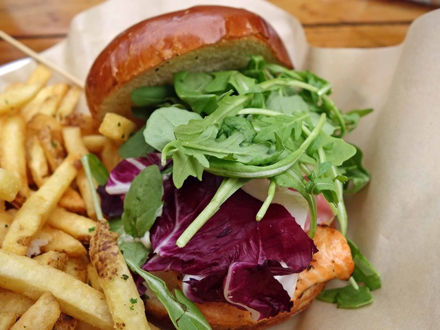 Grilled Salmon Burger 4_edit