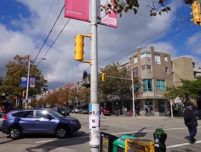 W 4th Ave と Yew St の交差点 1_edit