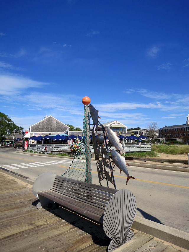 MacMillan Pier の漁業のオブジェ_edit