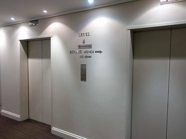 4 階エレベーター前_edit