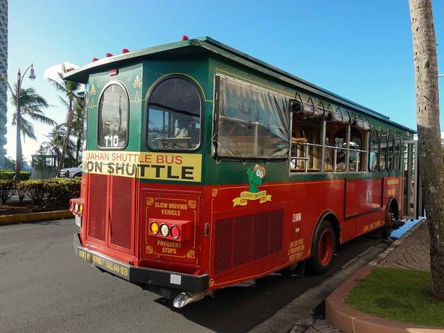 赤いシャトルバス 4_edit