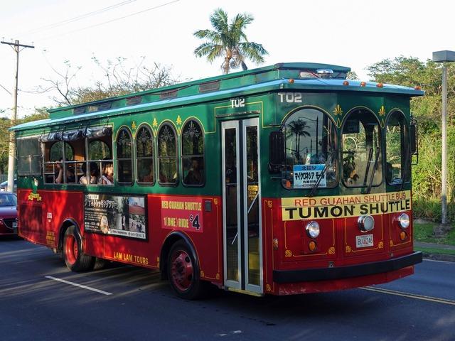 赤いシャトルバス 5_edit