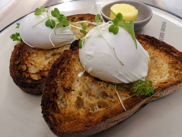 Poached Eggs on Toast 3_edit