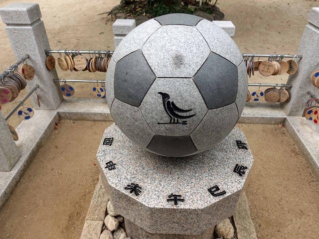 御影石のサッカーボール 3_edit