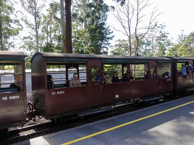 機関車(Menzies Creek 駅) 3_edit