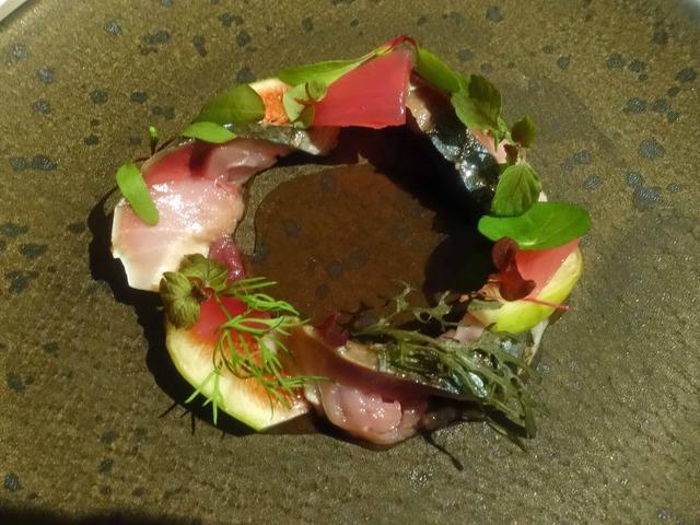 秋鯖の軽いグリエ,無花果と赤玉葱のグレックを添えて 1_edit