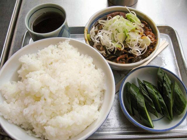 ホルモン煮・ご飯・おしんこ 1_edit
