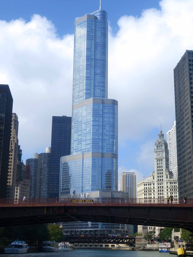 Columbus Drive Bridge と Trump International Hotel & Tower_edit
