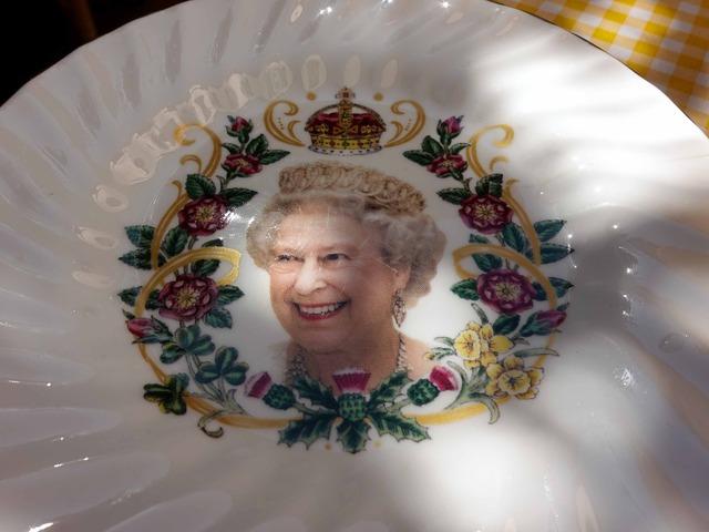 エリザベス女王の絵皿_edit
