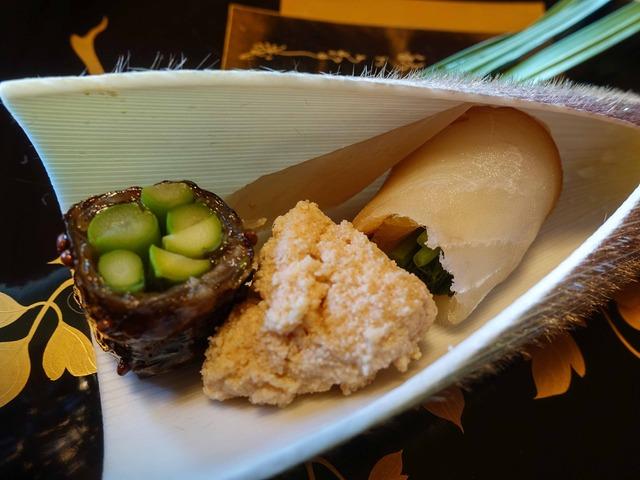 八寸(マナガツオの燻製,鯛の子,アスパラの鯛皮巻き)_edit