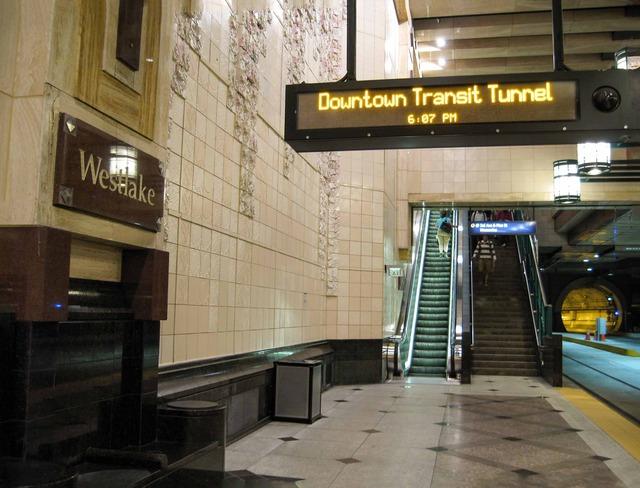 Westlake トンネルバス駅構内 2_edit