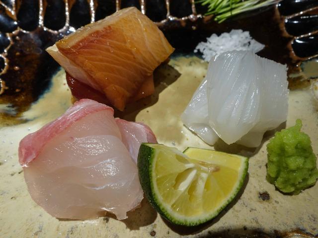 お造り(ブリの漬け,アオリイカ,真鯛) 4_edit