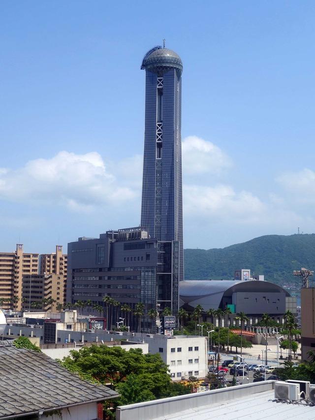 大歳神社から海峡ゆめタワーを望む 1_edit