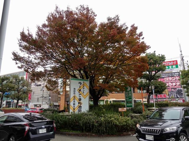 阪急宝塚線池田駅前 3_edit