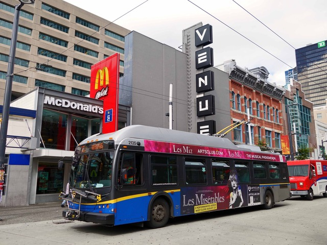 市バス # 16 @Granville St と Smithe St の交差点_edit