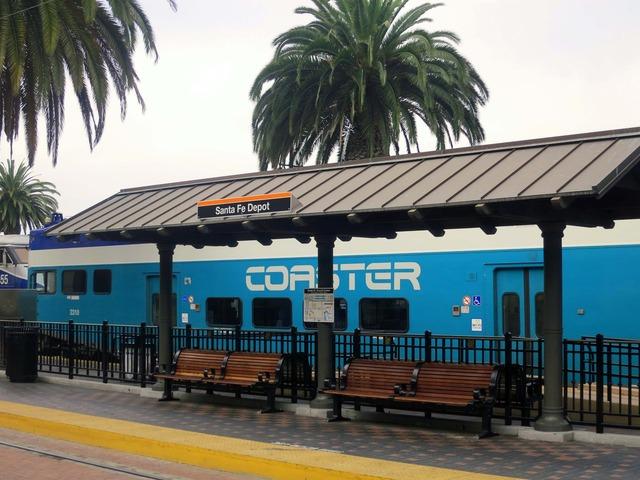 アムトラック Santa Fe 駅に停車中のコースター 2_edit