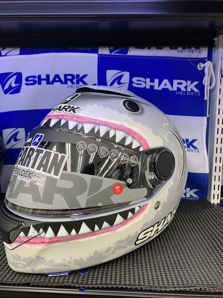 サメグレー