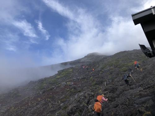 富士登山 (7)たまに晴れ間