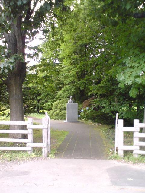 新渡戸稲造像への入口