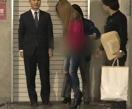 な接客とファッションセンスで カリスマアパレル店員 として知られていますが 同じルミネ内の他のショップの ブランド服500万円相当を 盗んだとして逮捕されました