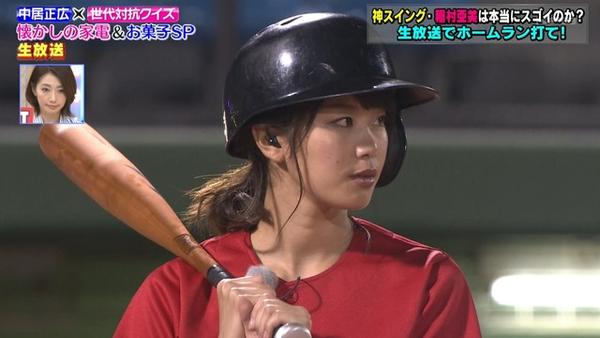 【悲報】神スイングの稲村亜美さん、生放送で糞バッティングを披露してしまい号泣wwww