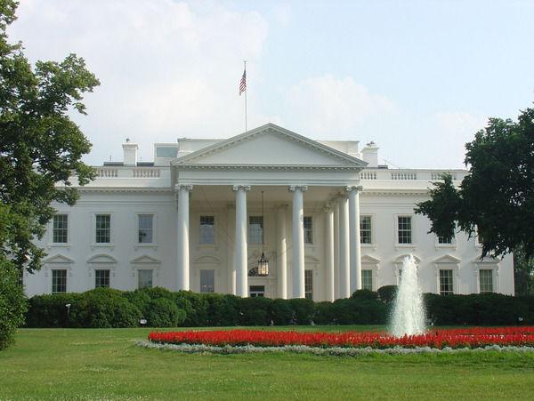 """ホワイトハウスが""""空母""""をめぐり国防総省に困惑してる理由wwww"""