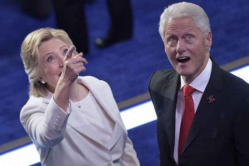 「ビル・クリントン元大統領が、こんなにもバルーン好きだなんて想像した?」興奮を抑えきれない様子が人気を呼ぶ
