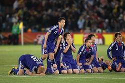 サッカーワールドカップ生きてるうちに優勝出来ると思う? → 7割以上が無理だと思ってたwwwww